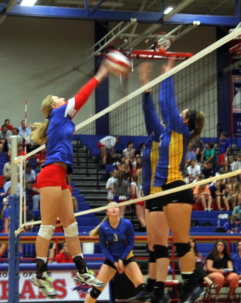 Varsity+volleyball+versus+Anderson+High+%28photos+by+Gabbi+Martinez%29