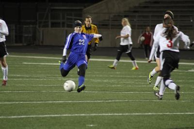 Girls varsity soccer succeeds in tournaments, preparing for District play