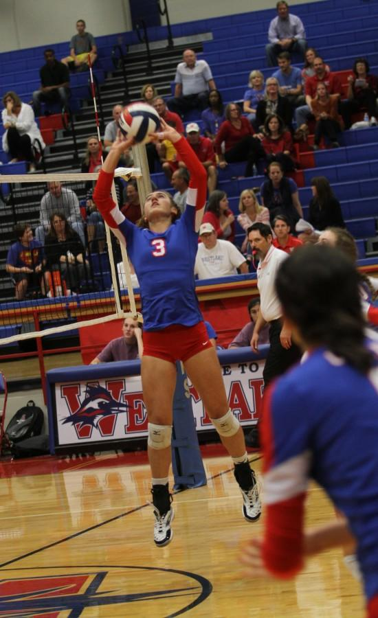 Volleyball team starts District play with 2-0 record