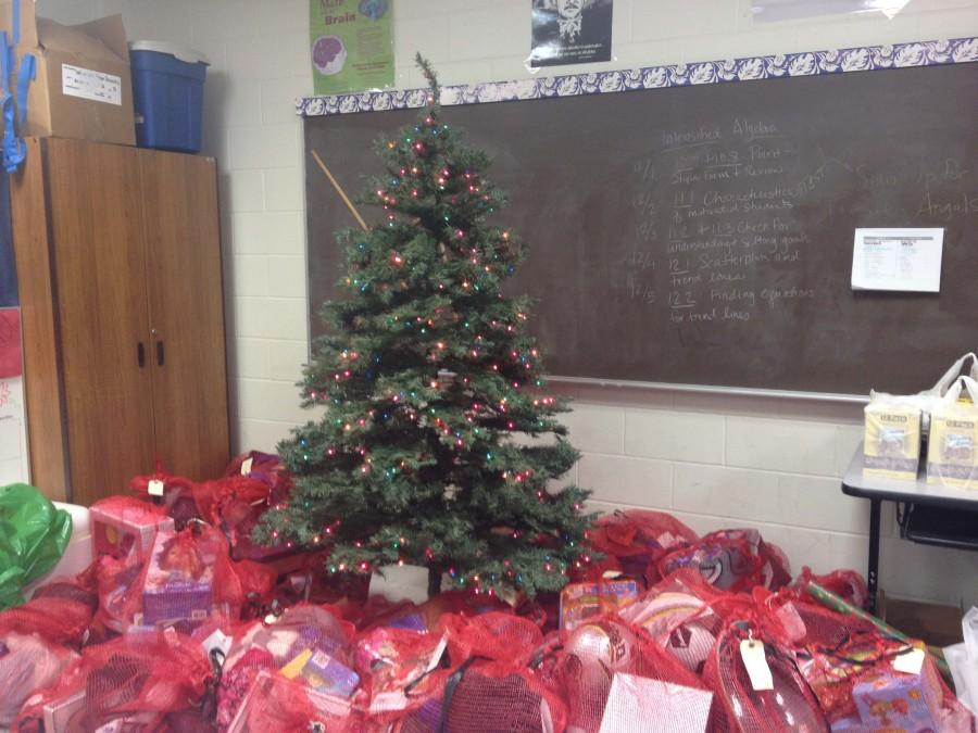 Student Council plays Santa for families in need