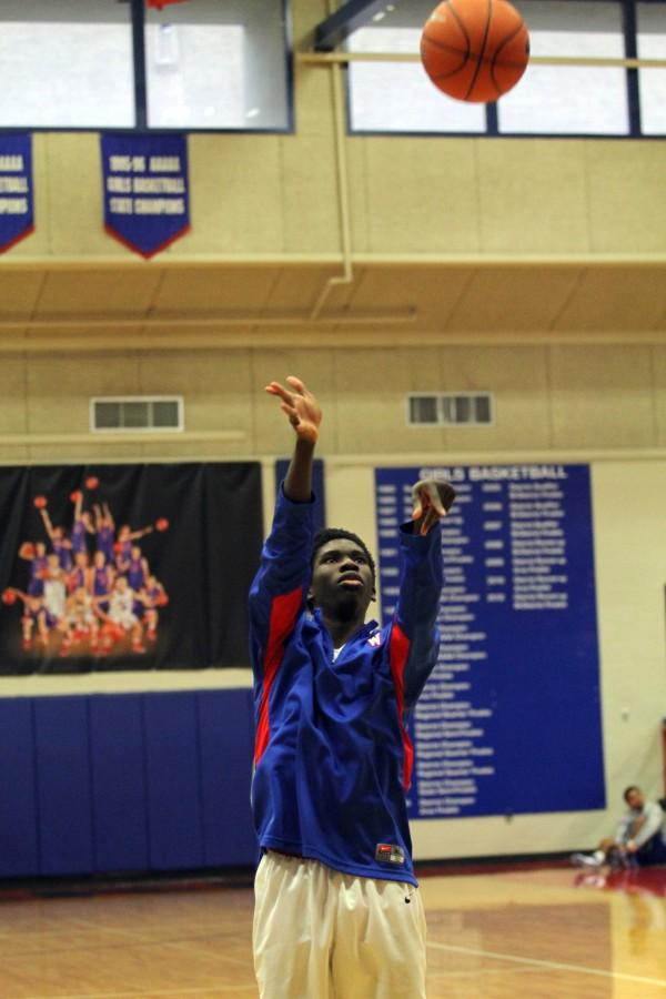 Warming+up%2C+senior+Stephen+Odunsi+shoots+baskets+before+a+thursday+game+against+Lehman.+The+chaps+beat+Lehman+46-33.