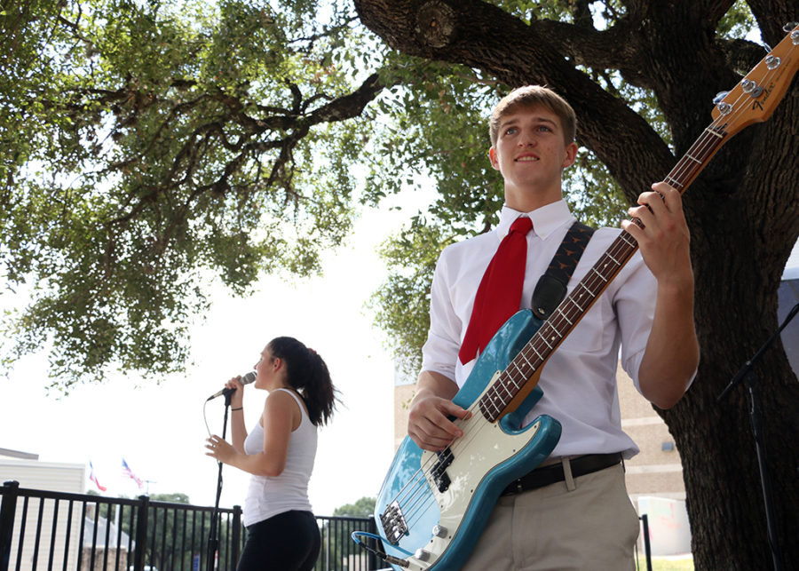 Live music lunch photo gallery