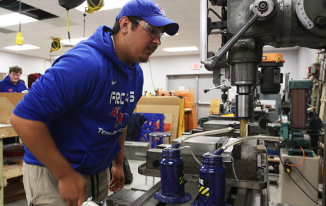 Senior Daniel Descant operates one of the many machines in the Robotics class on Feb. 21.