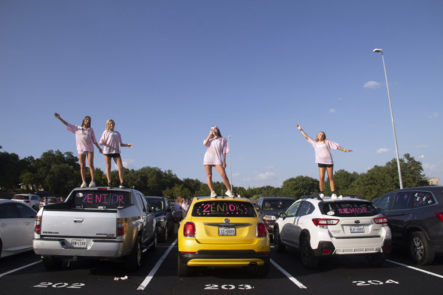 Seniors+Maddie+Dawson%2C+Tori+Fredell%2C+Daniela+Miro+and+Kasey+Hendrix+pose+on+their+decorated+cars+in+the+PAC+parking+lot+Aug.+20.