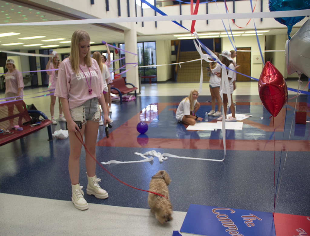 On+Aug.+20%2C+Senior+Girls+gathered+in+the+Westlake+Commons+to+decorate+the+space.+