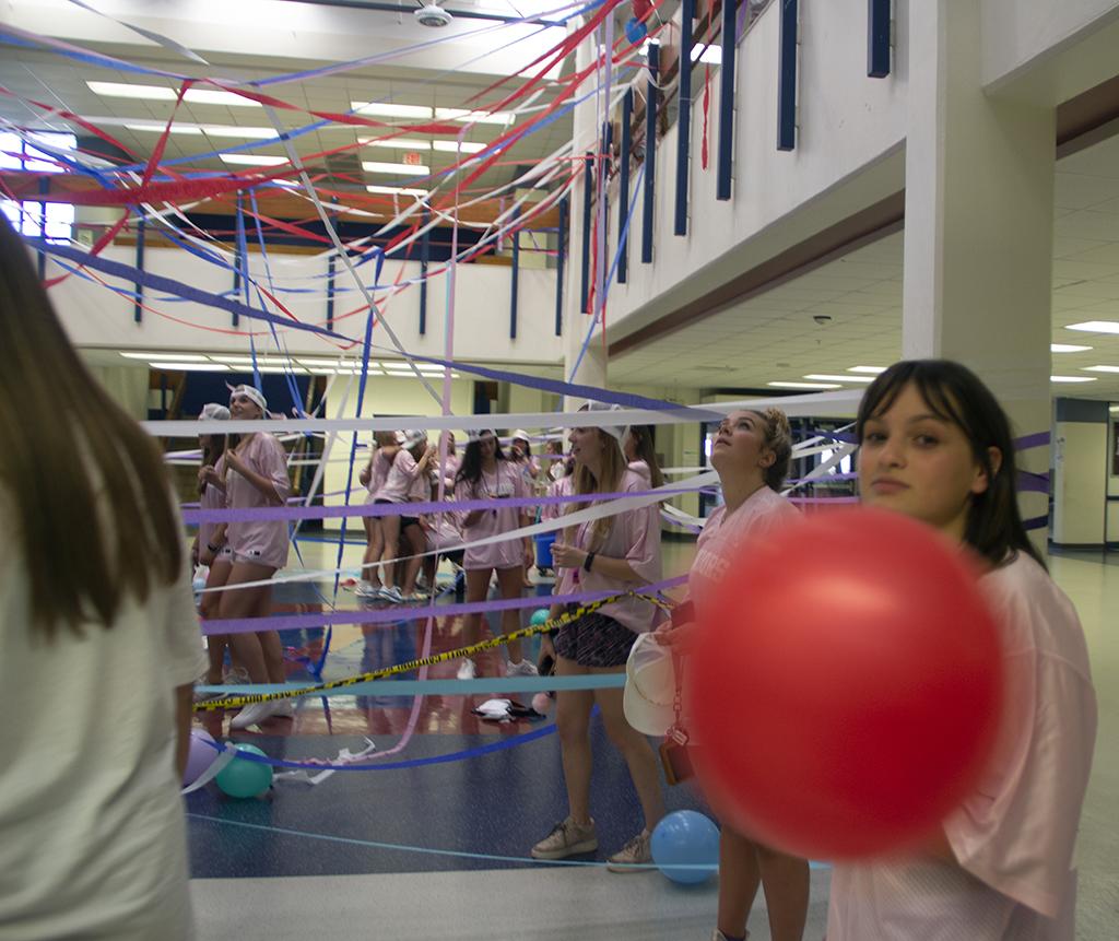 Senior+Sophie+Cortez+helps+decorate+at+the+Aug.+20+Senior+Girls+Celebration.