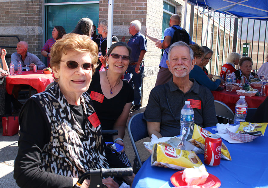 Former+faculty+members+enjoy+their+time+together+at+the+Former+Faculty+Luncheon+on+Oct.+18.