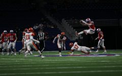 Varsity football thrives in Alamodome, advances to third-straight State semifinals